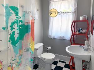 Et badeværelse på The Old Riverton Post B&B