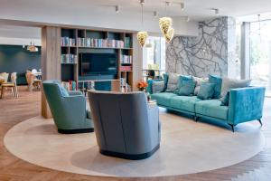A seating area at Ibis Styles Tomaszow Lubelski