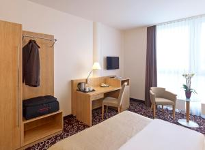 A television and/or entertainment center at Mercure Hotel Dortmund City