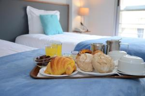 Breakfast options available to guests at Hotel Girassol