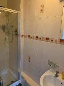 A bathroom at Armadale Guest House