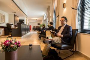 De lobby of receptie bij Hotel Kasteel Solhof