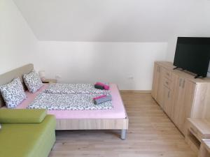 Postelja oz. postelje v sobi nastanitve Apartment Marjetka