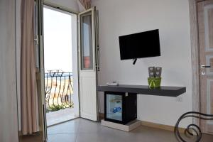 A television and/or entertainment centre at Residenza Al Castello