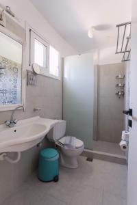 Ένα μπάνιο στο Rouda Bay Beach Hotel