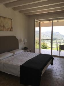 A bed or beds in a room at BellaVista Relax