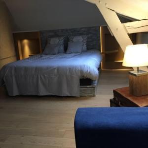 A bed or beds in a room at Gîte du banc de scie