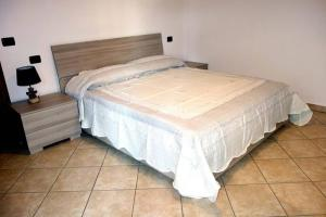 A bed or beds in a room at Appartamento Lidarno