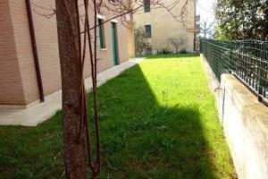 A garden outside Appartamento Lidarno