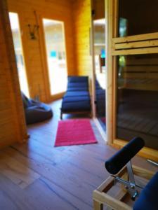 Das Fitnesscenter und/oder die Fitnesseinrichtungen in der Unterkunft Holzhaus mit Sauna nahe Schloss Neuschwanstein