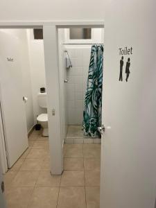 A bathroom at Rooms at Carboni's