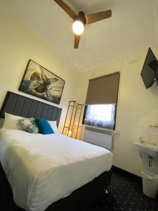 A bed or beds in a room at Rooms at Carboni's