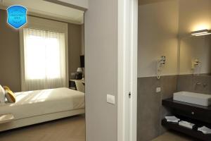 A bathroom at Bergamo Inn 43