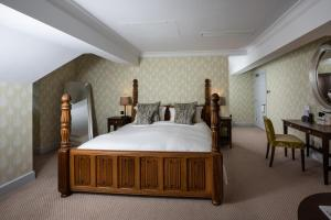 A bed or beds in a room at The Wood Norton