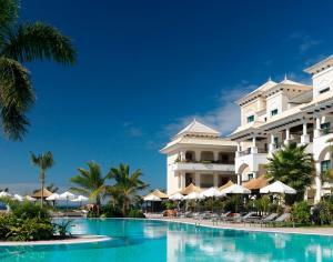 Piscine de l'établissement Gran Melia Palacio de Isora Resort & Spa ou située à proximité