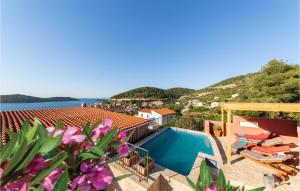 A view of the pool at Stunning home in Vis w/ Outdoor swimming pool and 2 Bedrooms or nearby
