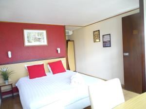 A bed or beds in a room at Value Stay Bruges