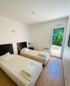 A bed or beds in a room at Résidence Villa Marine