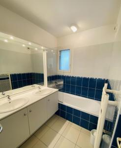 A bathroom at Résidence Villa Marine