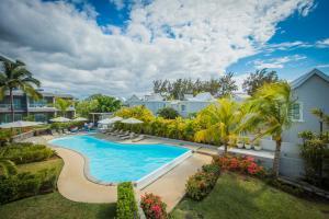 Uitzicht op het zwembad bij Voile Bleue Boutique Hotel of in de buurt
