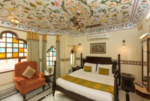 A bed or beds in a room at Umaid Bhawan - Heritage Style Hotel