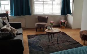 Een zitgedeelte bij Barbera Apartments Haarlem