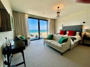A seating area at Carbis Bay and Spa Hotel