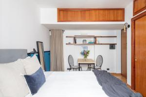 A bed or beds in a room at iFlat Monti Little Paradise