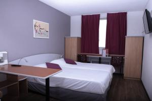 A bed or beds in a room at City Residence Access Strasbourg