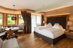 Ein Bett oder Betten in einem Zimmer der Unterkunft Olympia-Relax-Hotel Leonhard Stock