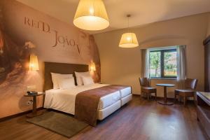 Uma cama ou camas num quarto em Vila Gale Collection Alter Real