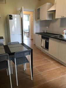 A kitchen or kitchenette at Oliwa Park Rooms