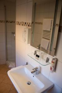 Ein Badezimmer in der Unterkunft Hotel Rosenbusch