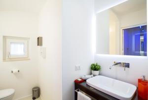 A bathroom at Al Castello Relais