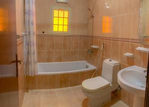 Um banheiro em الارجوان الراقية