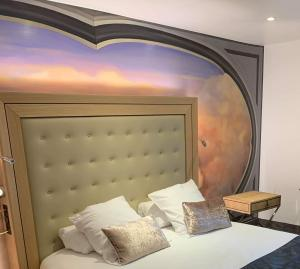 A bed or beds in a room at Hotel et Spa Le Lion d'Or