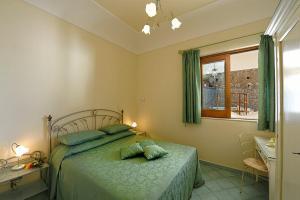 Letto o letti in una camera di Positano Villa Sleeps 4 Pool Air Con WiFi