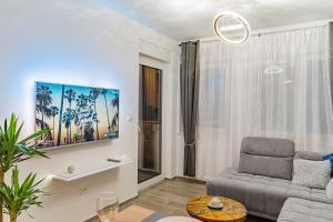 TV a/nebo společenská místnost v ubytování Jacuzzi - Flexible SelfCheckIns 20 - Zagreb - Luxury - Garage - Smart - Brand New - Apartments Repinc
