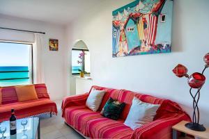 A seating area at Apartamentos Carteia