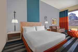 A bed or beds in a room at DoubleTree by Hilton Galveston Beach