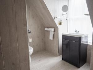A bathroom at Carlton Hotel