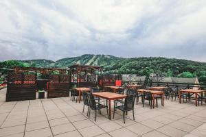 A restaurant or other place to eat at Hotel Chateau Bromont