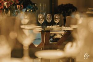 Un restaurante o sitio para comer en De Cantera Y Plata Hotel Boutique