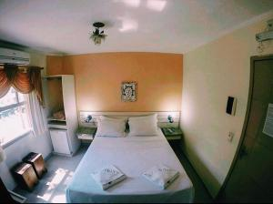 A bed or beds in a room at Hotel Rio Penedo
