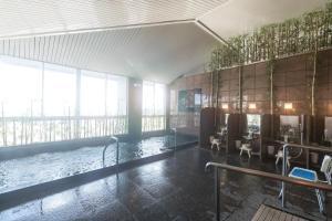 OYO Ryokan Kumano no Yado Umihikariの敷地内または近くにあるプール