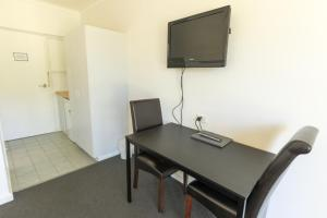 A television and/or entertainment center at Manjimup Kingsley Motel