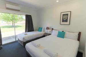 A bed or beds in a room at Manjimup Kingsley Motel