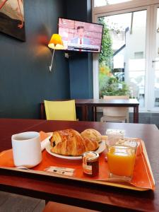 Breakfast options available to guests at Citôtel Brest Centre Gare