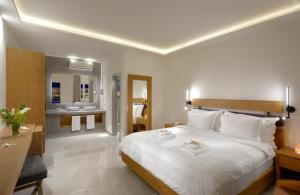 A bed or beds in a room at Petinos Hotel
