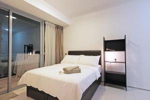 A bed or beds in a room at Mistri Road Residences